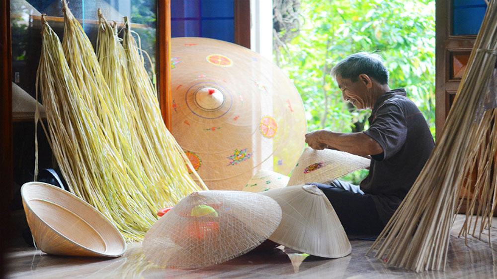 Crafting the conical hats that define Vietnamese culture