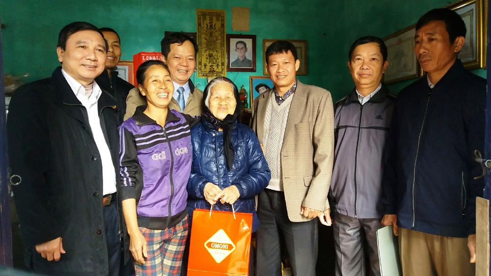 Mẹ Việt Nam anh hùng, Yên Thế, thăm, tặng quà