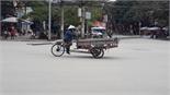 Xe chở hàng cồng kềnh ngang nhiên trên phố