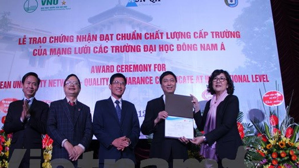 Lễ trao chứng nhận đạt chuẩn AUN-QA cho Đại học Khoa học tự nhiên
