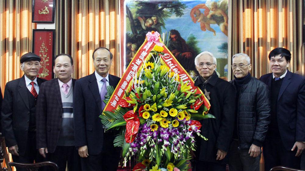 Phó Bí thư Thường trực Tỉnh ủy Thân Văn Khoa chúc mừng Tòa Giám mục Giáo phận Bắc Ninh nhân Giáng sinh