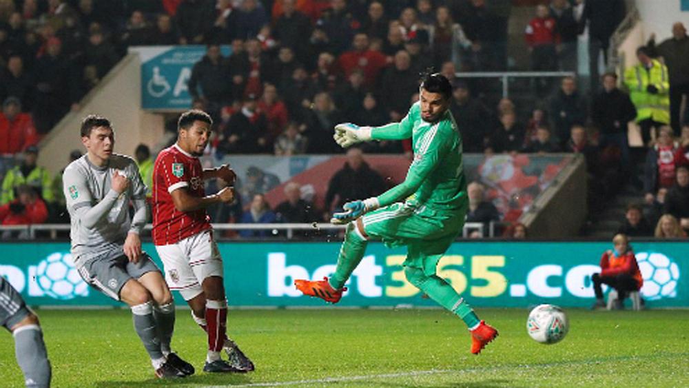 Thua sốc đội bóng hạng dưới, Mourinho đổ lỗi đối thủ… may mắn