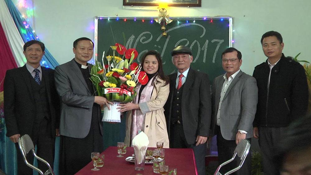 Ban Dân vận Tỉnh ủy thăm, tặng quà nhân dịp lễ Giáng sinh tại huyện Yên Dũng
