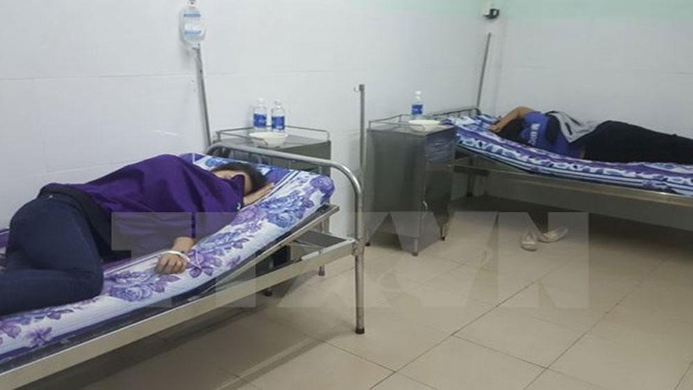 Hơn 50 công nhân nhập viện sau bữa ăn trưa