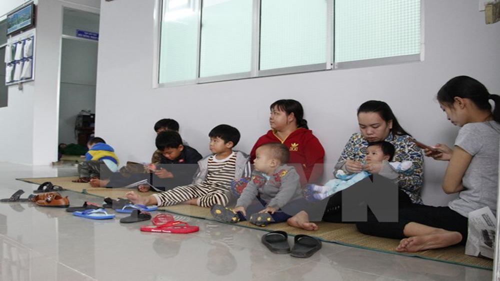 Người dân từ các điểm tránh trú bão số 16 bắt đầu trở về nhà
