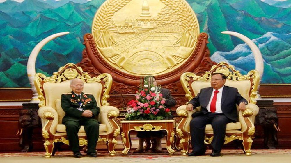 Lao Party chief lauds dedication of Vietnamese volunteer soldiers