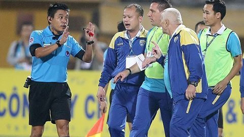 Four Vietnamese referees recognised for FIFA's Elite level