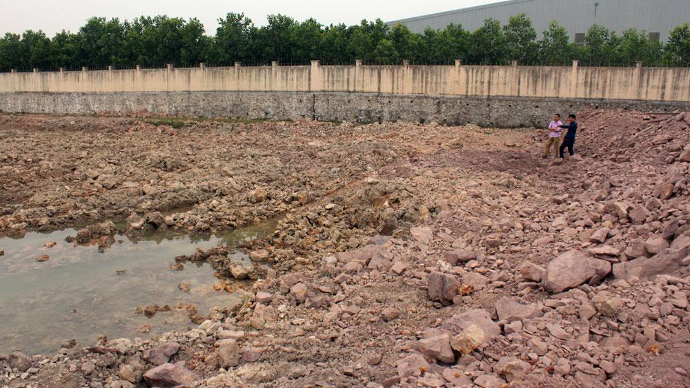 Xử lý nghiêm doanh nghiệp khai thác đất, sét trái phép ở xã Yên Lư