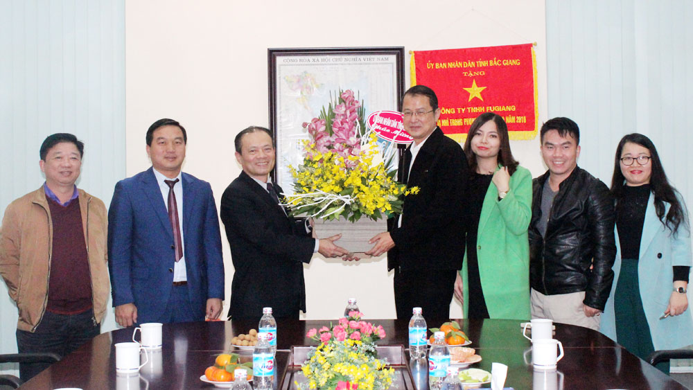 Bac Giang leader extends New Year greetings to foreign firms