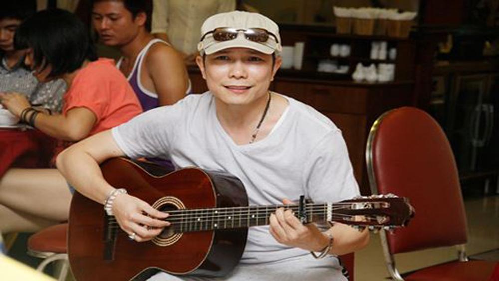 """Ca sĩ hải ngoại Jimmi Nguyễn hát trong chương trình """"Vang mãi giai điệu Tổ quốc"""""""