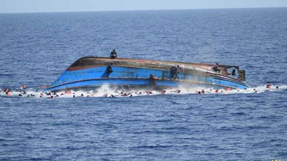 Lật thuyền ở Indonesia khiến 21 người thương vong