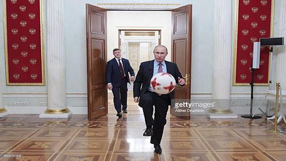 Ông Putin ủng hộ bán vé máy bay giá 1 USD cho fan bóng đá đi xem World Cup