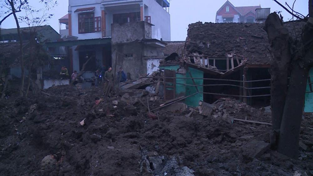 Nổ lớn ở cơ sở thu mua phế liệu, sập 5 ngôi nhà, 2 người chết, 7 người bị thương