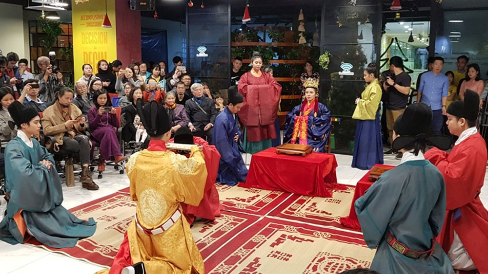 Fashion show revives Vietnamese court attires in 15th century