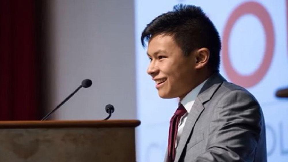 Chàng trai gốc Á sở hữu 2 bằng đại học khi mới... 17 tuổi
