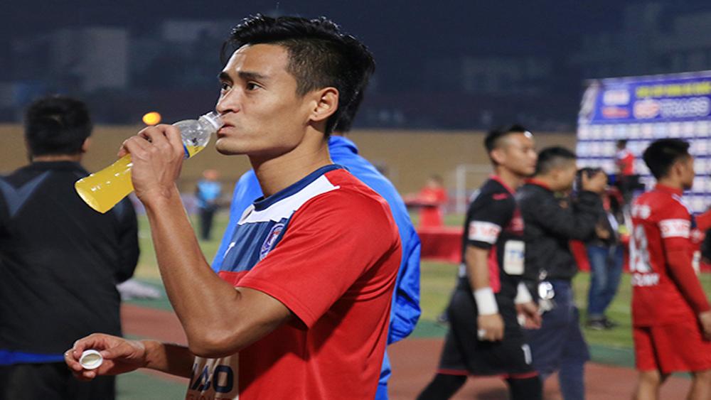 Bất đồng tiền lót tay, Vũ Minh Tuấn bỏ Than Quảng Ninh gia nhập CLB Thanh Hóa