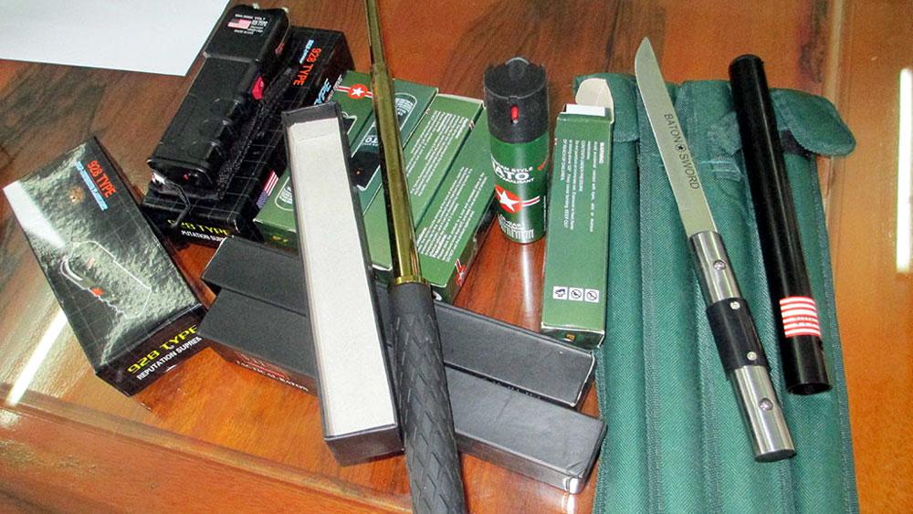 Tàng trữ vũ khí, công cụ hỗ trợ trái phép