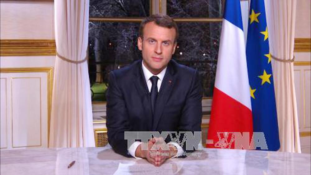 Pháp, tuyên chiến, thông tin, giả mạo,  Internet