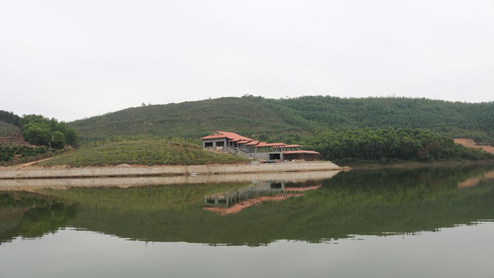 Khám phá vẻ đẹp hồ Suối Nứa