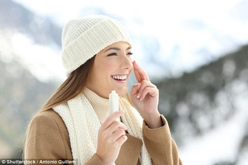 Mùa đông vẫn cần  thoa kem chống nắng
