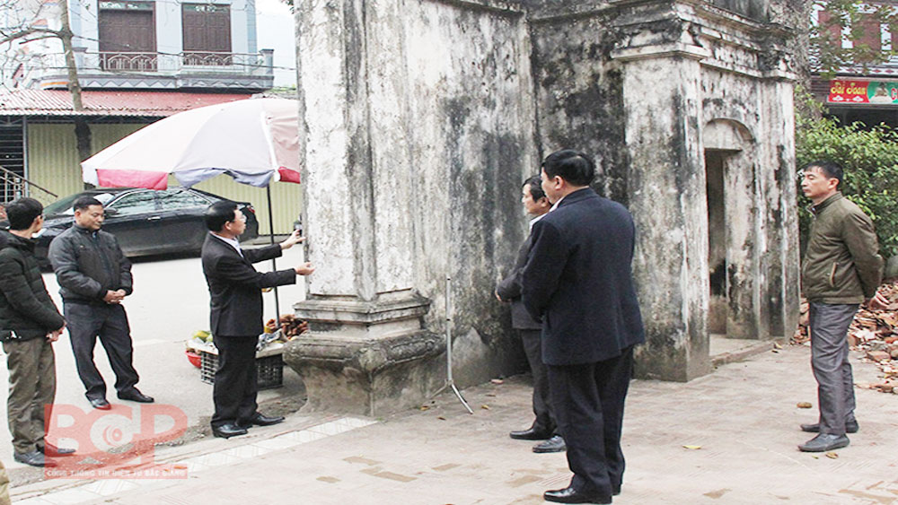 Bac Giang leader pays inspection to Lower Temple and Than Nong Temple projects