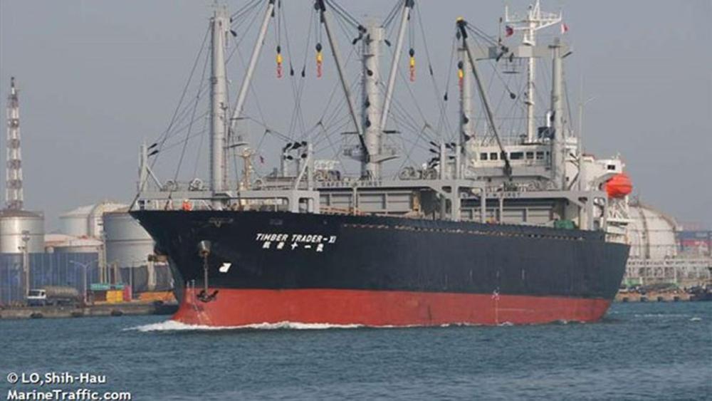 Tàu chở dầu va chạm trên biển Hoa Đông, hơn 30 người mất tích