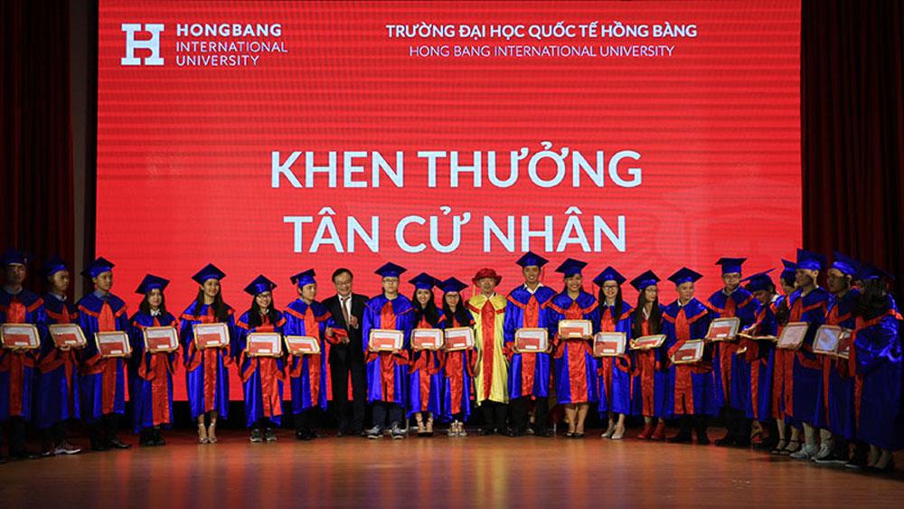 Đại học Quốc tế Hồng Bàng trao bằng tốt nghiệp cho hơn 1.500 tân khoa