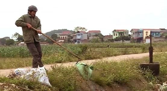 Hội Nông dân xã Hợp Đức (Tân Yên) gắn biển tự quản tuyến kênh mương nội đồng