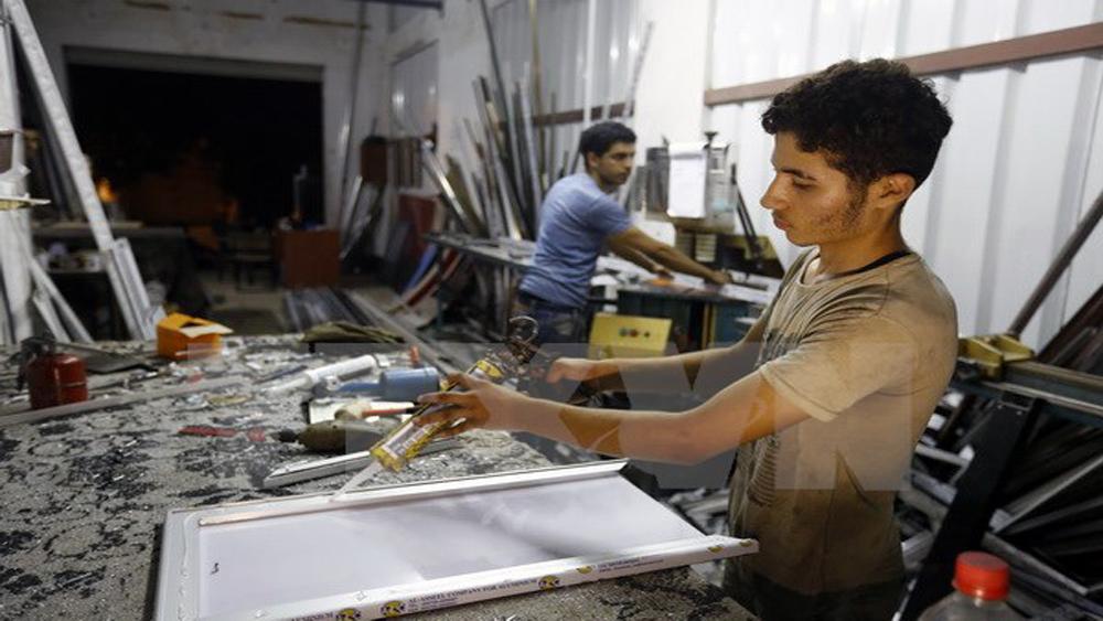Israel bắt đầu khôi phục nguồn cung điện cho người dân Dải Gaza