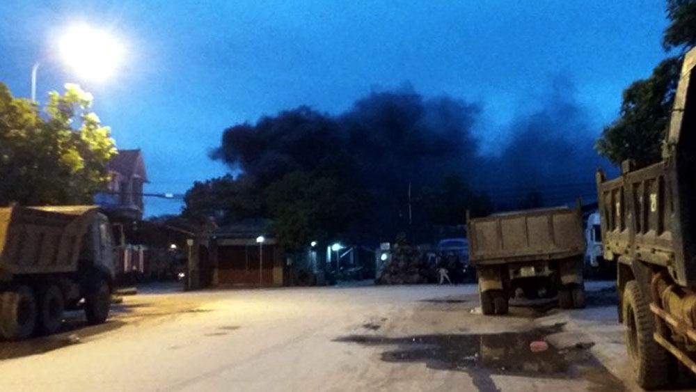 Bắc Giang: Cháy gần 1 tấn lốp ô tô cũ tại nhà một hộ dân