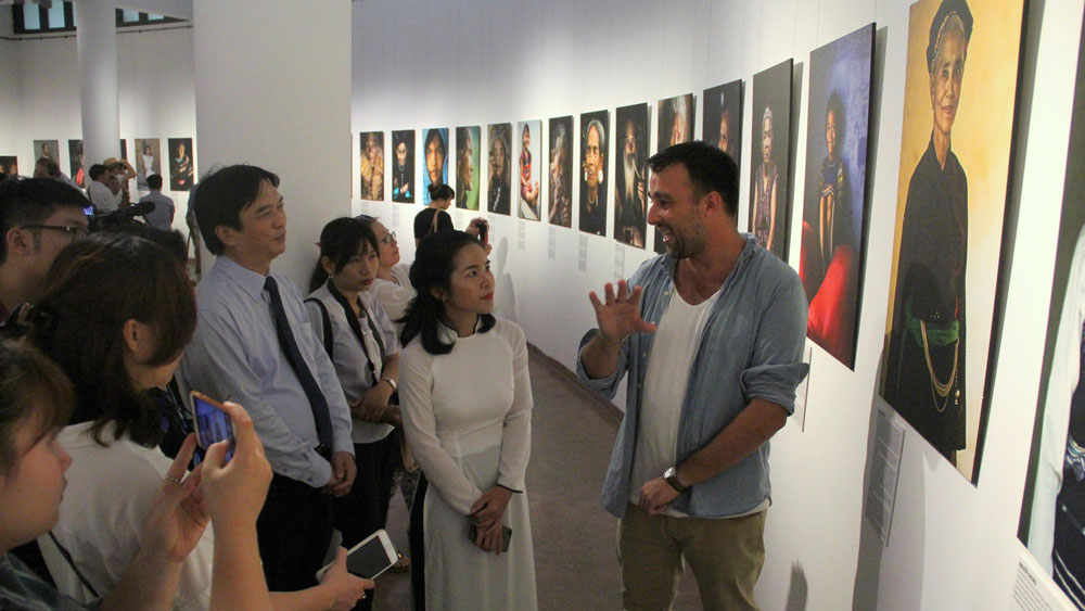 French photographer promote Vietnamese culture, people