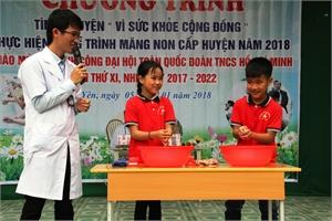Khám, tư vấn sức khỏe cho gần 500 học sinh tiểu học