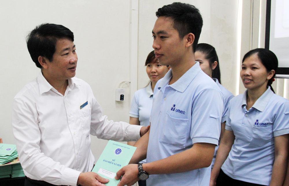 Hoàn thành,  bàn giao,  sổ bảo hiểm xã hội, lao động,  khối doanh nghiệp, Quang Châu, Việt Yên