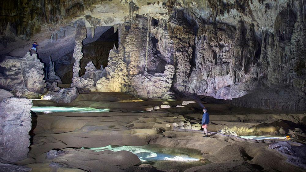 Quảng Bình mở tour thám hiểm đến hang lớn thứ tư thế giới
