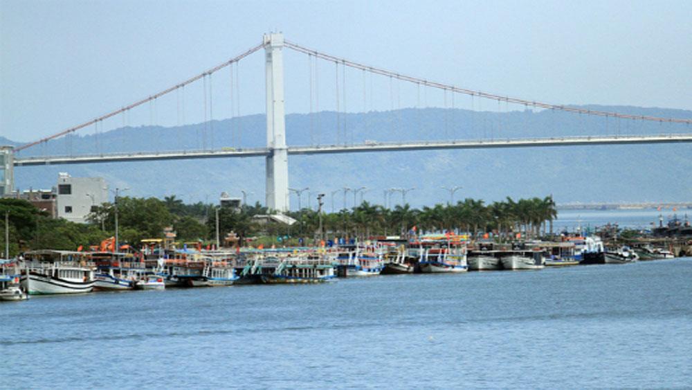 Tàu dưới 50 chỗ được chở khách trên sông Hàn thêm 8 tháng