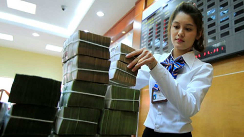 """""""Sếp"""" ngân hàng nhận lương gần 300 triệu đồng mỗi tháng"""
