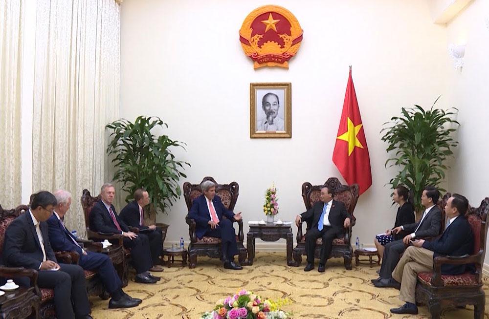 Prime Minister, former US Secretary of State, John Kerry, Vietnam-US relations, socio-economic development, renewable energy, Vietnam Economic Forum, clean energy