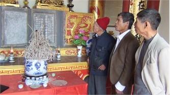 Bia đá tại đền thờ Trạng nguyên Giáp Hải-bảo vật quốc gia