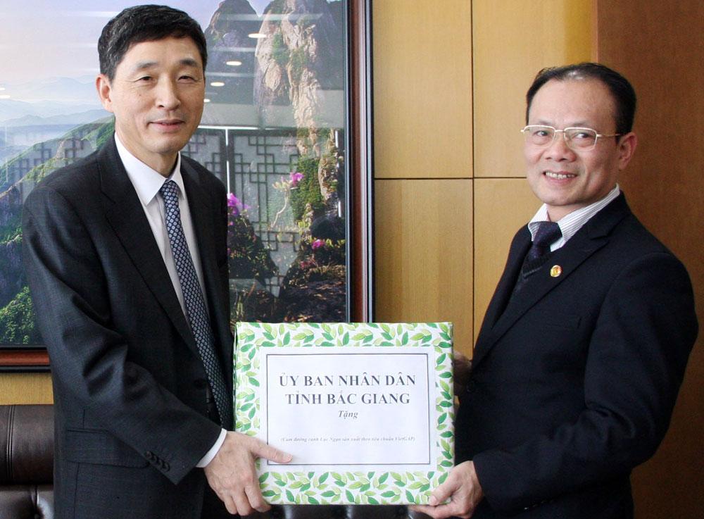 Bac Giang leaders, Tet greetings, Chinese Ambassador, Korean Embassy, New Year greetings, traditional bilateral friendship, strategic coordination programmes, comprehensive development, socio-economic development, optimum conditions, diplomacy relation