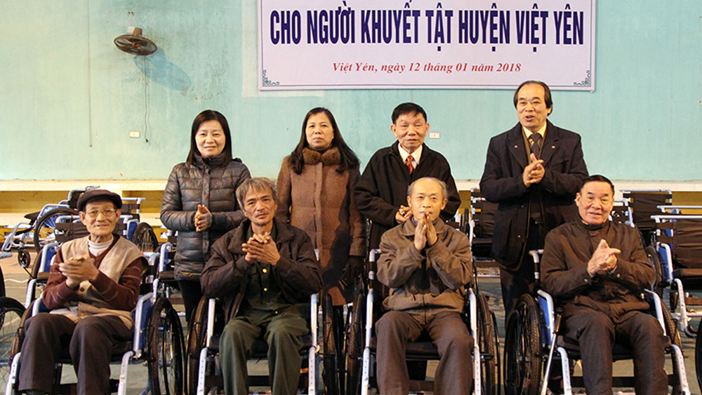 Bắc Giang: Trao 488 chiếc xe lăn miễn phí cho người khuyết tật vận động