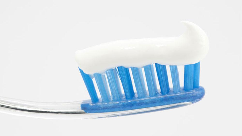 Nên sử dụng loại kem đánh răng có chứa thành phần flour cao