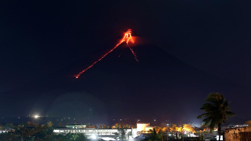Philippines sơ tán người dân, đóng cửa các trường học gần núi lửa Mayo