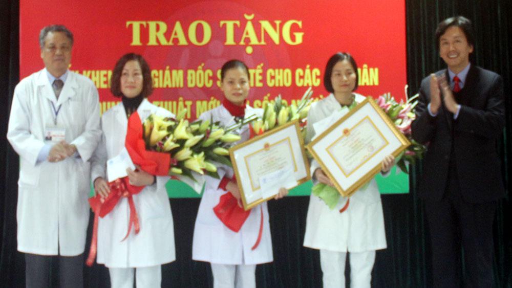 Khen thưởng Bệnh viện Sản - Nhi trong điều trị khẩn cấp ca bệnh nặng