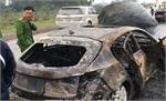 Xe Mazda cháy rụi trên cao tốc Thái Nguyên - Hà Nội