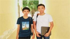 Hai cậu học trò  với sáng chế trang web học Hóa học