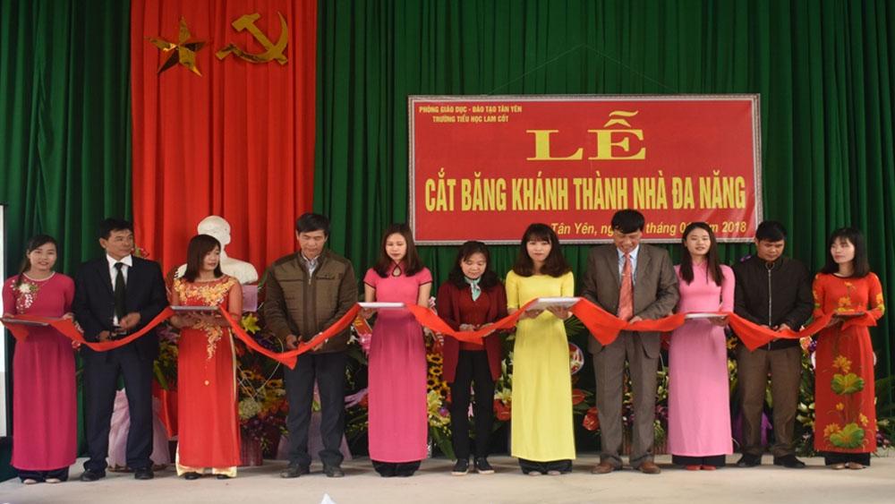 Trường Tiểu học Lam Cốt khánh thành nhà đa năng