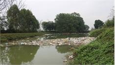 Kênh Chính Minh Đức- Quế Nham ngập rác