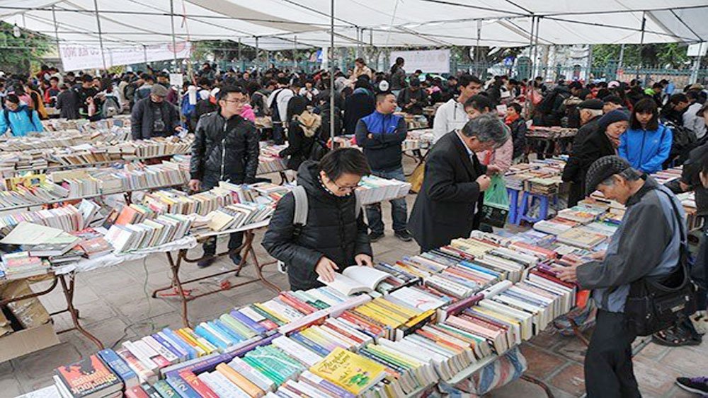 Old book fair opens in Hanoi city