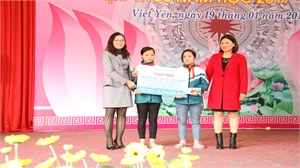 Trao tài khoản tiếng anh Online cho học sinh nghèo