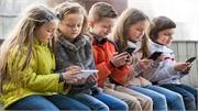 Lý do điện thoại di động bị cấm ở trường học Pháp